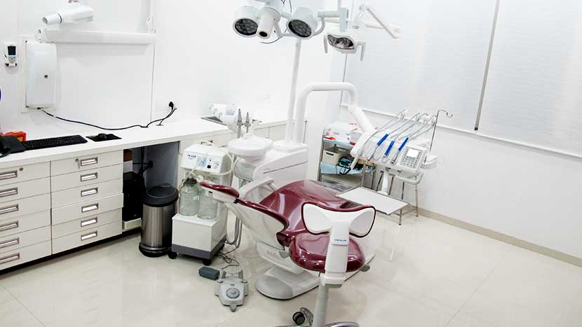 nanda dental care consulting room-2